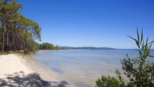 Terrain proche du lac à Gastes